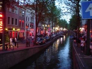 Miljoonat käyvät vuosittain Amsterdamissa, eikä kannabiskulttuuri haittaa.